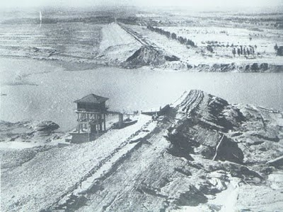 무너진 판교댐의 모습, https://www.internationalrivers.org/resources/the-forgotten-legacy-of-the-banqiao-dam-collapse-7821